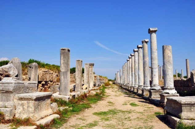 Perge is very distinctive for its comprehensive visual perception compared to other archaeological cities amongst its contemporaries in the wider area.